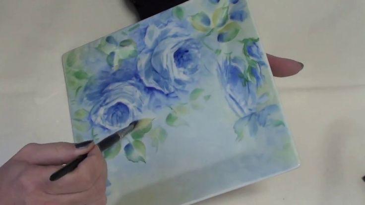 Rose blu dipinte su porcellana di Antonella Falcioni