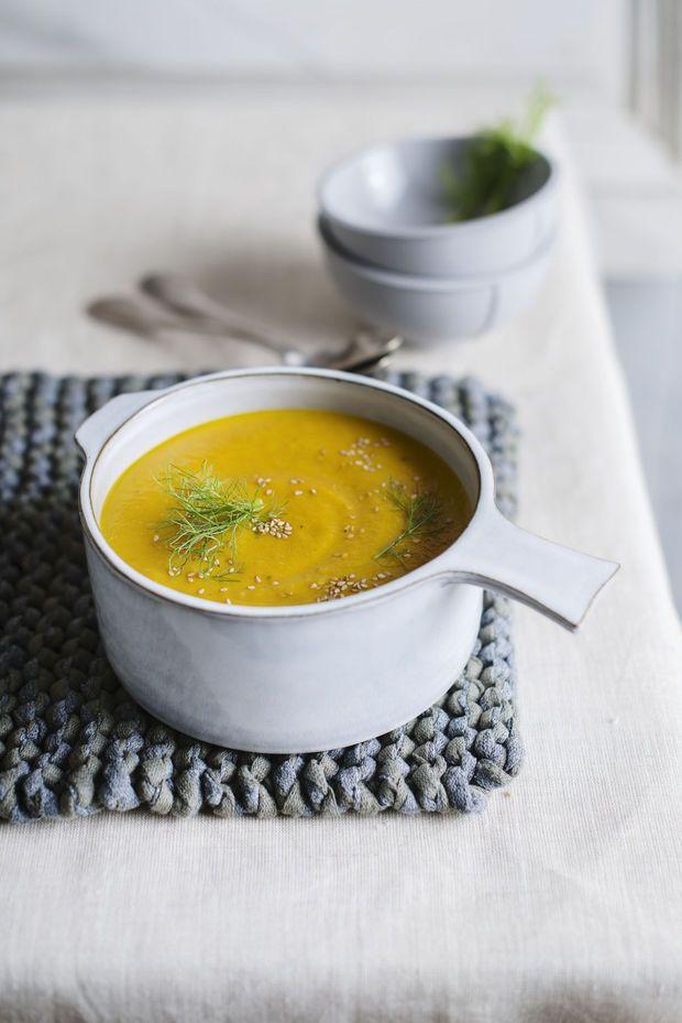 Soep van geroosterde wortel en venkel met gember