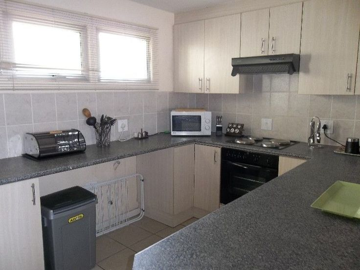 Townhouse in the sea avenues, walking distance to main beach and shopping centre, available weekends Secure parking Build braai on patioOpen plan lounge and kitchen with breakfast nookUpstairs with 2 bedrooms and 2 bathroomsMain bedroom with sliding doors to balcony Dish - Bring decoder and card Linen can be provided on request For bookings please contact us at 028 271 3047 / 082 490 7213