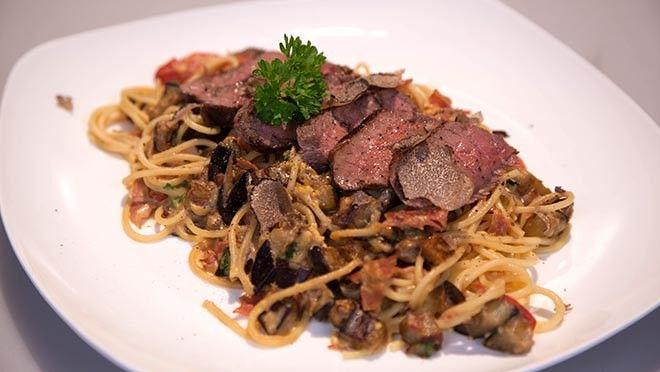 Pasta carbonara con bistecca e tartuffo (pasta carbonara met biefstuk en truffel) - recept | 24Kitchen