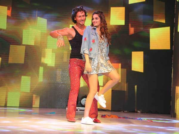 Check Out How Newbie @AgerwalNidhhi & @iTIGERSHROFF Rocked In Their Promotional Looks For #MunnaMichael #fashion