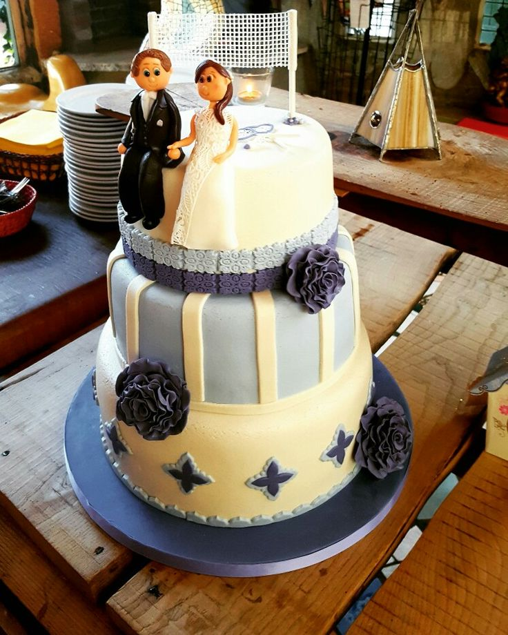 Wedding cake with badminton accessoires