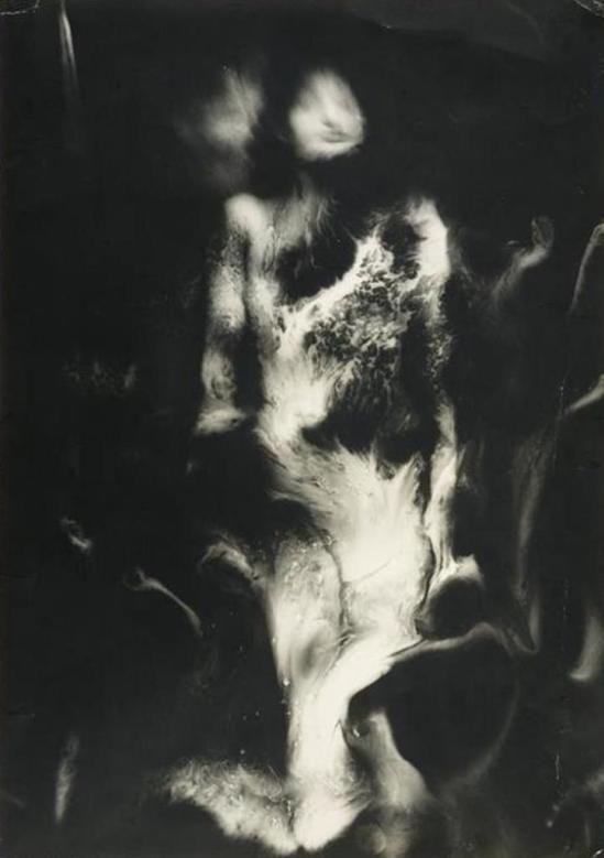☾ Midnight Dreams ☽ dreamy dramatic black and white photography - Raoul Ubac: La nébuleuse, 1939.