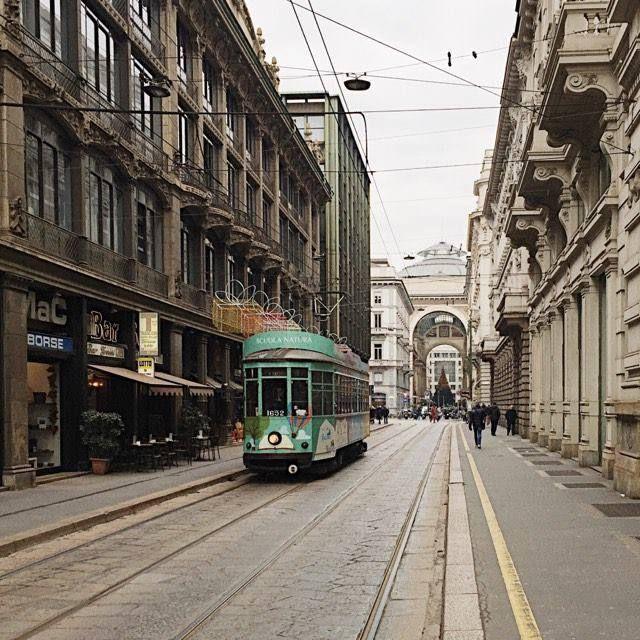 Toh il nostro Tram Milano vestito di verde Foto di Claudio Tresoldi (Claudio Tresoldi ) #milanodavedere Milano da Vedere
