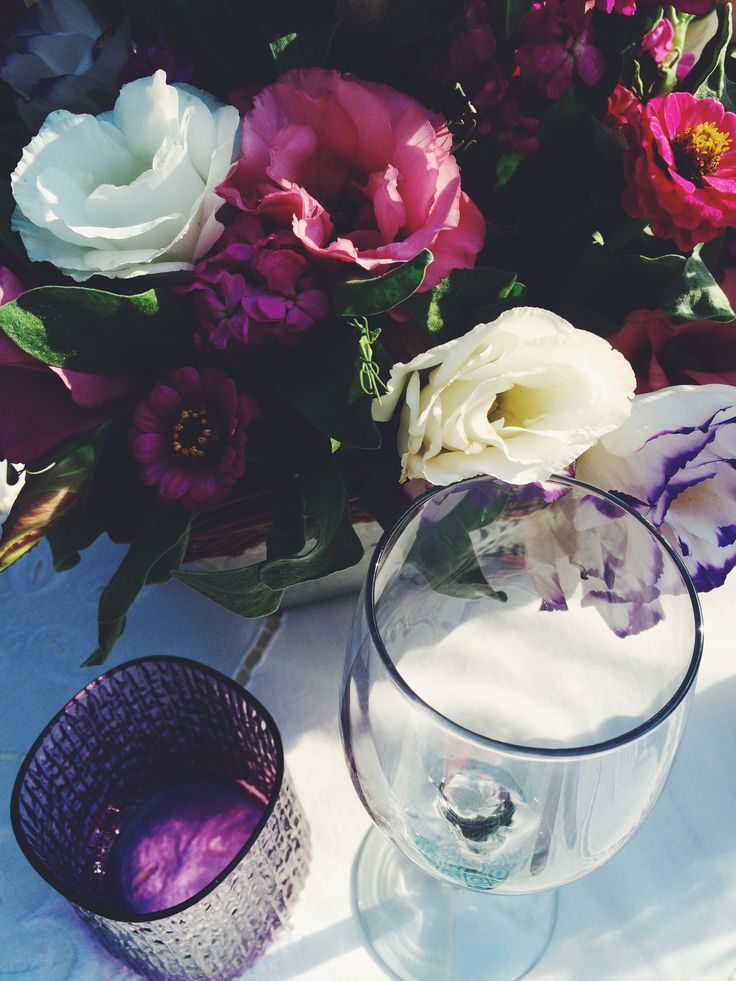 Dinner in the garden. Eustoma on the table. Summer tabletop. By Luna & The Table