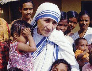 Madre Teresa di Calcutta- Gonxha Agnes (1910-1997) fundou a congregação Missionárias da Caridade para ajudar aos pobres. Dois anos após sua morte, João Paulo II abriu a causa de sua canonização. Recebeu o Nobel da Paz em 1979.