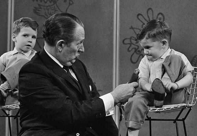 """In this April 5, 1962 file photo, TV personality Art Linkletter talks with 4-year-old Ronnie Glahn, on Linkletter's TV show in April 1962. Linkletter, who hosted the popular TV shows """"People Are Funny"""" and """"House Party"""" in the 1950s and 1960s, died Wednesday, May 26, 2010 at his home in Los Angeles.  He was 97. (David F. Smith/ASSOCIATED PRESS)"""
