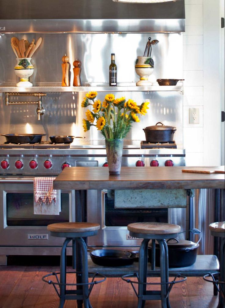 Antique, modern kitchen /by the Design Atelier