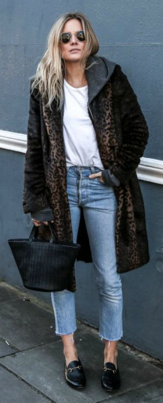 pair of loafers + statement faux fur coat + vintage style jeans + Lucy Williams + retro style + ideal for everyday wear all year round!  Coat: Uniqlo, Jeans: Redone, T-Shirt: Maison Labiche, Hoodie: Brandy Melville, Loafers: Gucci.