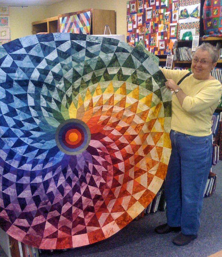 Round quilt #quilt: Amazing, Sewing, Quilts Quilts, Round Quilts, Art, Quilts Idea, Crafts Idea, Color Wheels Quilts, Rainbows Quilts