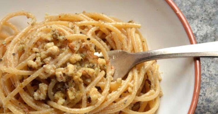 Pâtes au pesto de noix. Un délicieux pesto tout simple à faire.. La recette par Petite Cuillère et Charentaises.