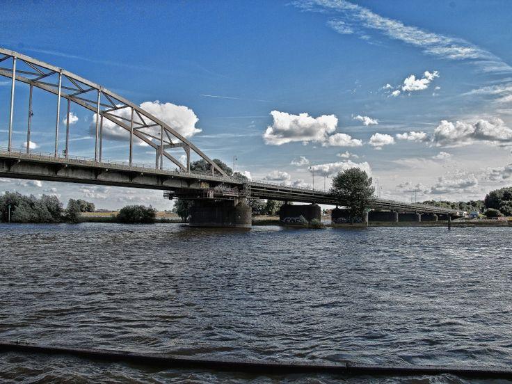 De Wilhelmina brug nog geopend voor verkeer