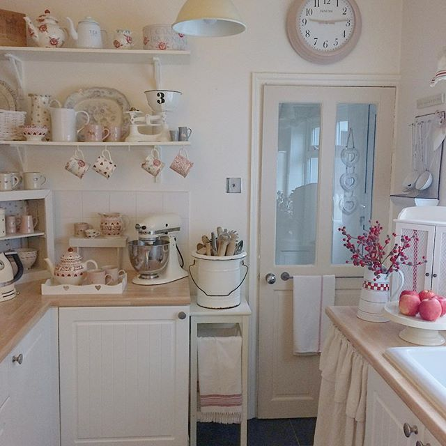 61 best kitchens images on pinterest farmhouse kitchens kitchens and cottage kitchens. Black Bedroom Furniture Sets. Home Design Ideas