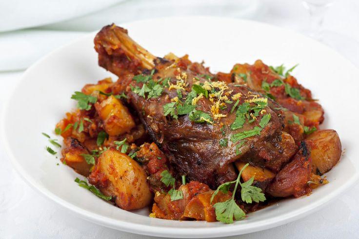 #Agnello al forno con cuori di #carciofi e #patate, cosa si può aggiungere di più? Ecco la #ricetta di questo piatto davvero imperdibile -> http://www.saporie.com/it/doc-s-148-13263-1-agnello_al_forno_con_cuori_di_carciofi_e_patate.aspx #Pasqua