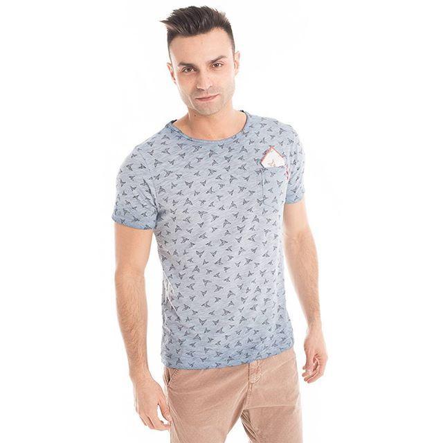 #Origami Style:  #tshirt con stampa Origami, taschino e pochette abbinata    #GianVargian #ss16