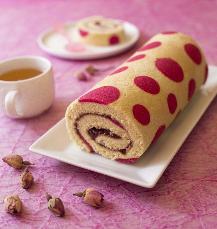 Photo de la recette : Gâteau roulé très girly à la confiture de fraise
