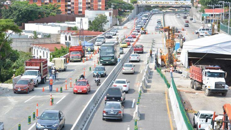 Camiones pesados siguen sin transitar por el socavón
