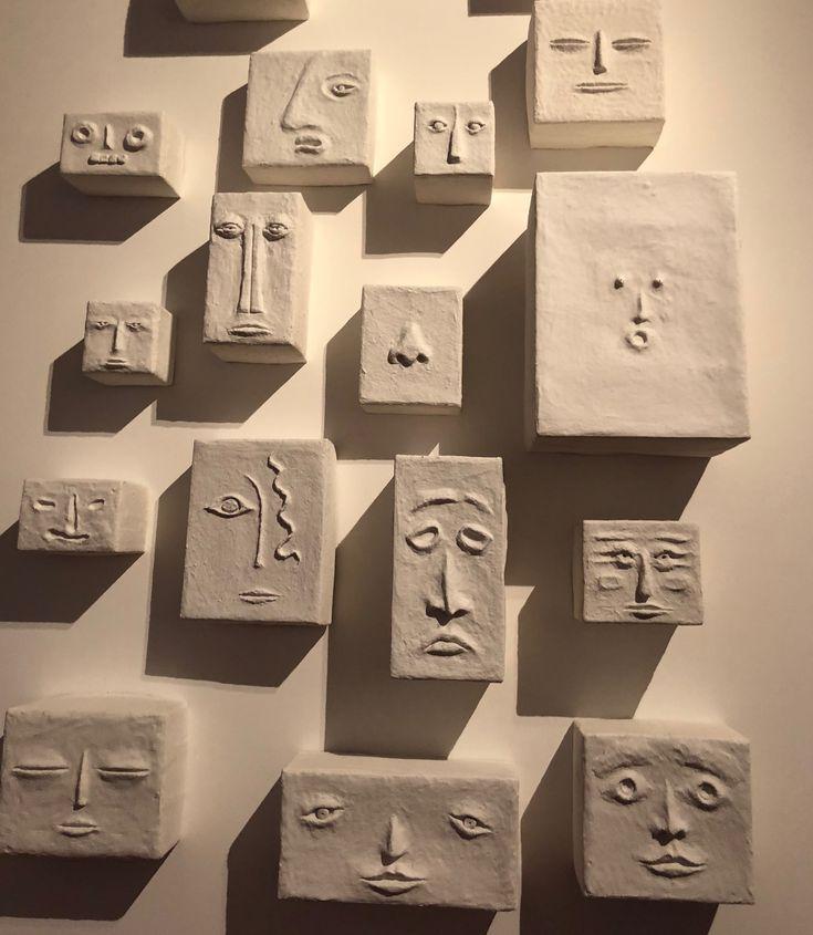benutze Pappe oder Schnur, um die Eigenschaften von sich selbst hinzuzufügen, und male dann alles zusammen …   – Ceramic Sculpture: Figures and Parts