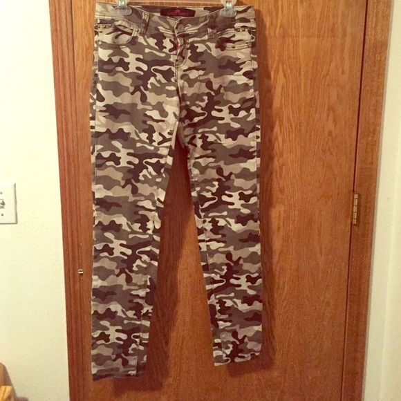 Almost Famous camo jeans Never been worn camo jeans. Brand: Almost Famous. Size 7. Almost Famous Jeans Skinny