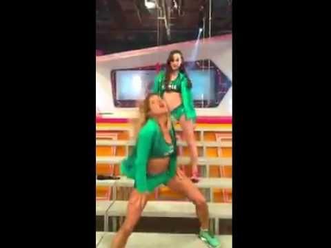 Tenés uniforme nuevo y vos... Mica Viciconte Y Bianca Di Pascuale - YouTube