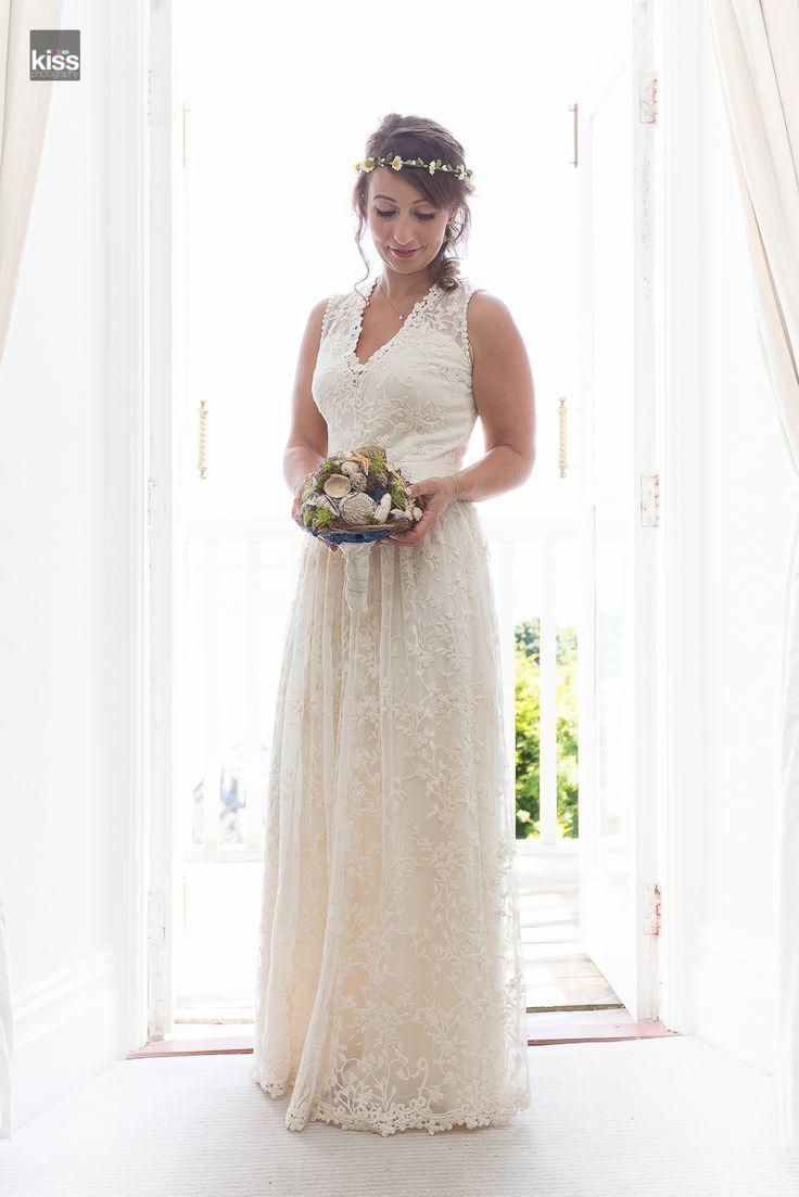 kiss-wedding-photography-bride