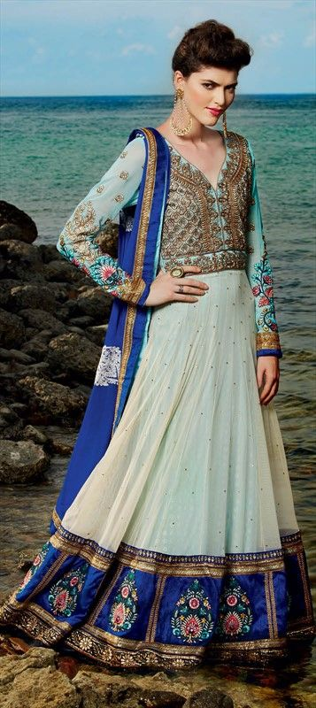 ARTY BORDERS - the border work in #anarkali is the new thing to notice. #pastel
