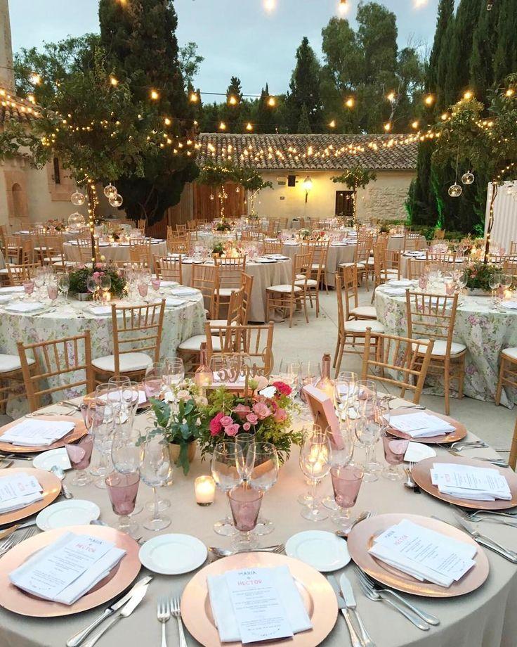 """379 Me gusta, 7 comentarios - COCOTTE catering (@cocottecatering) en Instagram: """"Noches de verano mágicas en el patio exterior de @masdealzedo ✨¡Un placer! @jardinmamaana #cocotte…"""""""