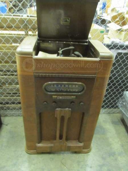 RCA Victrola V-201 Radio/ Turntable