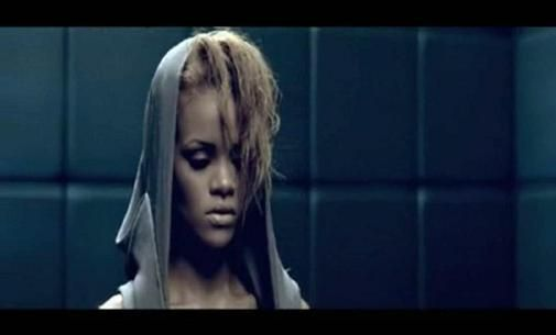 Video Rihanna Russian Roulette Official 57