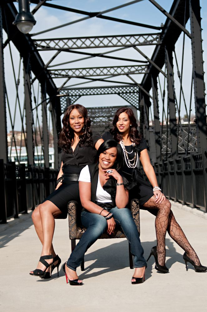 On today's blog post I am thrilled to welcome Shayla, from Shayla Hawkins Events here in Pittsburgh (that's her in the middle). Shayla is not only uber-stylish, but also a great