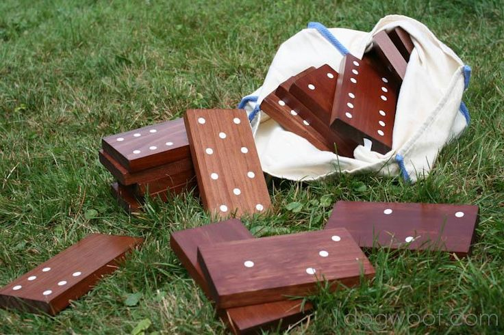 DIY Yard Dominoes. Could you imagine how fun this would be at an outdoor party?