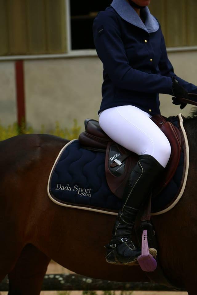 Cigale, veste softshell, intérieur polaire avec membrane imper-respirante Corradina, pantalon d'équitation, tissu Schoeller http://dadasport.com/en/riding-trousers/10-corradina-1-pantalon-dequitation-de-concours.html http://dadasport.com/en/10-softshell-jacket-