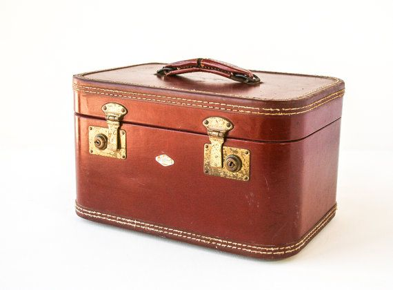 17 Best images about vintage train case on Pinterest | Vintage ...