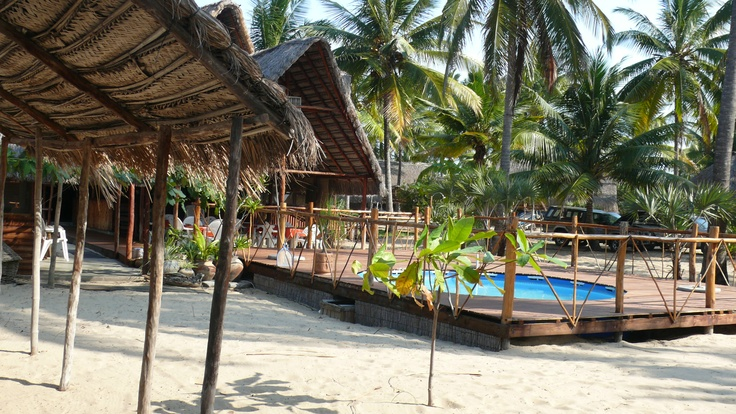 A surprize setting among the coconut trees - reception, a bar, ablutions and a clear blue dipping pool to cool off in....