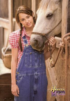 Its a Wonderful Movie - Your Guide to Family Movies on TV: Hannah Montana The Movie - Review