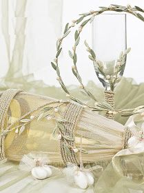 Το κλαδί ελιάς συμβολίζει τη νίκη και την ειρήνη και παραδοσιακά φοριόταν από τις νύφες, όχι μόνο της αρχαίας Ελλάδας, αλλά και ...
