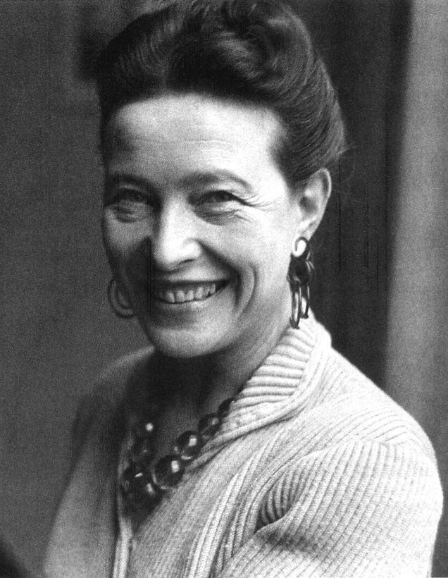 SIMONE DE BEAUVOIR (1908-1986) Viene considerata la madre del movimento femminista, ricordata per il suo impegno nei movimenti di trasformazione sociale. Ha dedicato la sua vita all'insegnamento e alla scrittura. Famosa in tutto il mondo, è stata molto ammirata ma anche contestata per le sue idee.