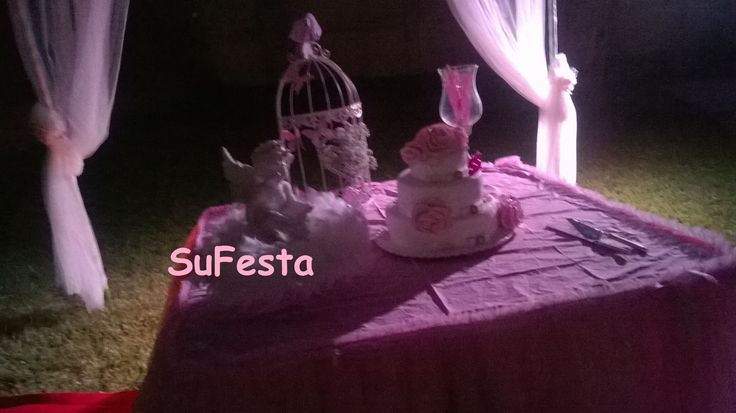 Rosa Charme  a mesa do bolo