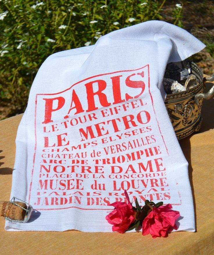 """Pano de prato Branco 100% algodão.  Estampa """" Paris Tour """" (vermelho)  Tamanho 69 cm X 46 cm  Estampado em silk screen com tinta a base de água   Tecido  pé de galinha, mais resistente e mais fechado que o comum.  Não utiliza plástico na embalagem.   Todo processo é artesanal e visa a sustentabilidade."""