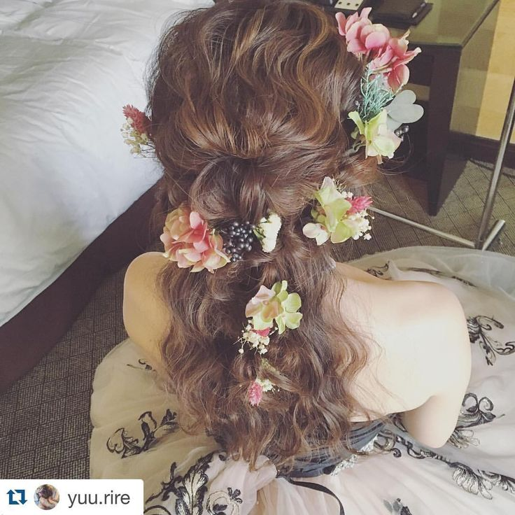 hydrangea〜ボルドー/グリーン〜 以前ご購入頂いたお客様kimicoさまが、@yuu.rireさんにヘアを作って頂いたそうでお写真を載せていらっしゃいました💕  お花達♡素敵に飾って頂いて、嬉しいです(*´艸`)   kimocoさまから感動的なお話も聞かせて頂いて、本当にステキなウェディングだった様です♡ 微力ながらお手伝いできてとっても嬉しいです꒰ ♡´∀`♡ ꒱  #Repost @yuu.rire with @repostapp. ・・・ このスタイルオススメです☺️もう年内は12月もご予約入ってきてますのでブライダルのご予約はお早めにお願い致します☺️✨ 明日から4日間香港セミナー楽しみます✨