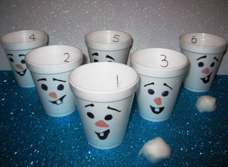 Snowball toss game for a Disney Frozen themed kids party. (Easy Breezy Parties offers unique Frozen party decorating and entertainment, across Melbourne, Australia. For more info visit http://easybreezyparties.com.au/party-packages/disneys-frozen-party.html) #frozen #easybreezyparties