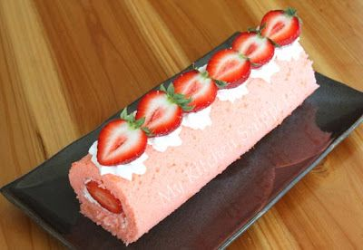 My Kitchen Snippets: Strawberry Swiss Roll