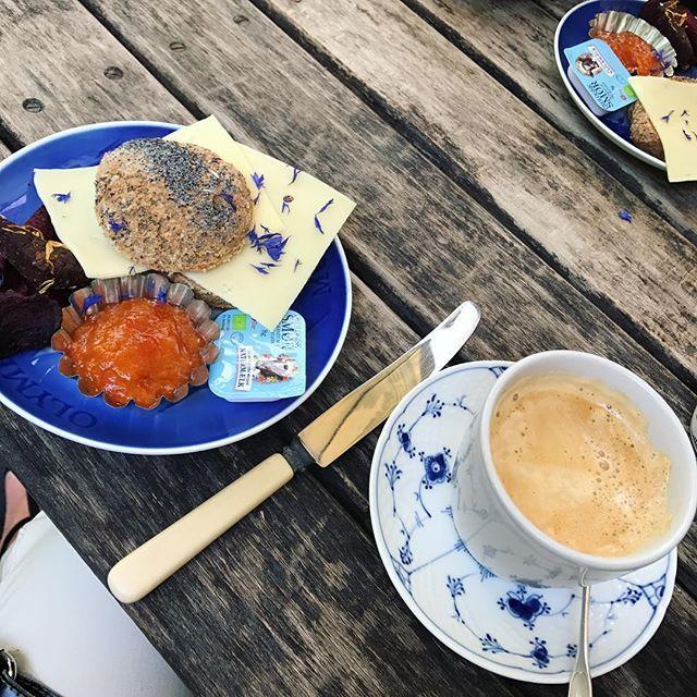 Den skønneste kaffe ☕️og det lækreste brød i de smukkeste ☀️omgivelser og i det bedste venindeselskab ❤️. Min weekend er allerede perfekt 💋. Tak for en vidunderlig oplevelse @cafefleuri og @dorthechristined _______________________________________  #love2live #lifestyle #denmark #scandinavianstyle #chic  #mitodense #odensebloggers #aarhus #københavn  #odense #beautiful  #fashion #fashionlook #nailfashion #shootwithlove #lifestylephotography #livsstilsblog #details #fashionstyle  #fashionist…
