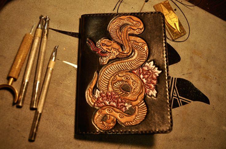 Leather passport case Snake. Leather art work Gulya Vorona (Гуля Ворона)