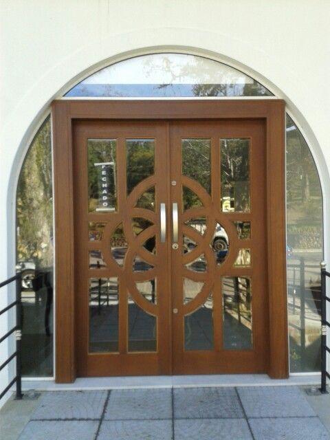 Porta comercial em madeira com vidro facetado Z Esquadrias