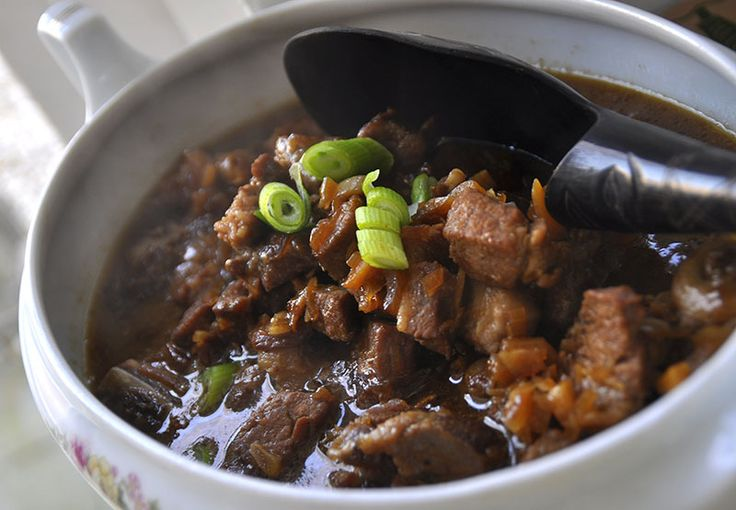 This is a classic Dutch-Indonesian dish: a Babi Ketjap. I love the sweetness in this recipe. The pork chops simmer in a sweet ginger, soy sauce. ENAK!