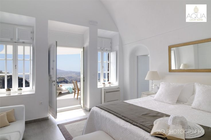 Aquarella Suite provides amazing and incomparable views to the Aegean, the volcano, the imposing caldera and the blue horizon. More at aquasuites.gr