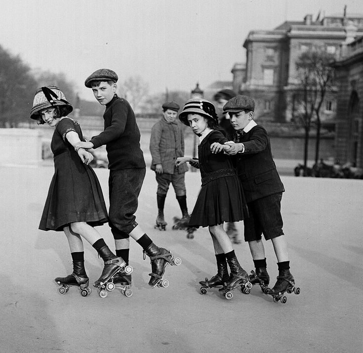A group of children ice skating outdoors in Paris, c. 1910s. #Edwardian #winter #vintage