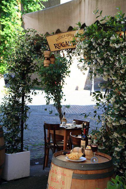 Antica Osteria Rugantino, restaurant. Trastevere, Rome, Italy.