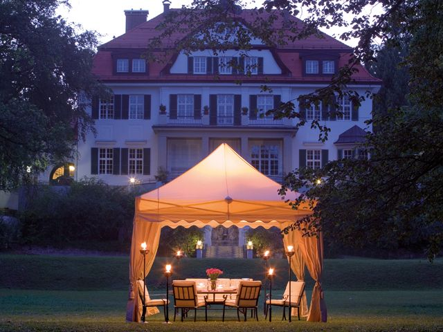 Our elegant folding tents instantly create a special atmosphere in every location.  http://www.mastertent.com
